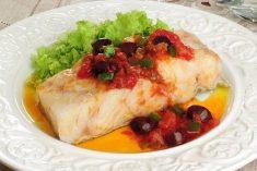 Este saboroso Bacalhau ao molho de tomate vai conquista-lo uma delicia