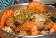 Cataplana de mariscos com carne