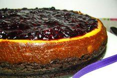 Cheesecake de forno com frutos vermelhos