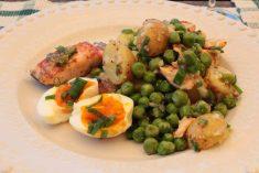 Salada de Batatas Novas, Ervilhas e Salmão