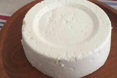 Se tens 1 litro de leite, 1 iogurte e meio limão, podes preparar o melhor queijo caseiro! É tão fácil!