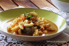 Sopa de peixe com massa cotovelinho