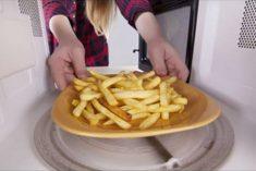 Batata frita supercrocante no micro-ondas
