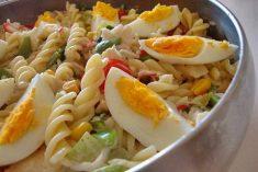 Salada fria de pescada com massa