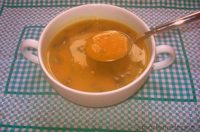 Sopa de legumes com espinafres