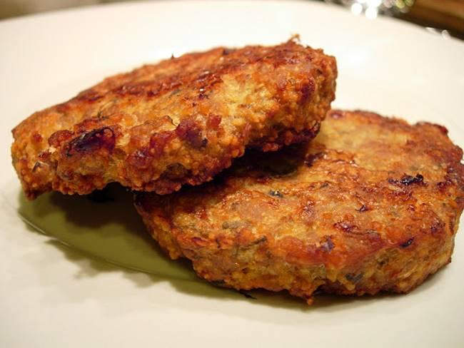 Hamburgers aromáticos de porco