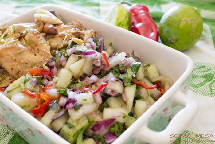 Salada fresca de meloa com restos de frango assado