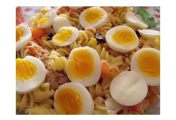 Salada de massa de atum