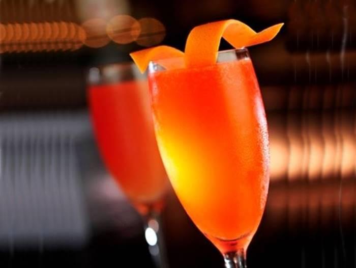 Cocktail de champanhe com sumo de laranja