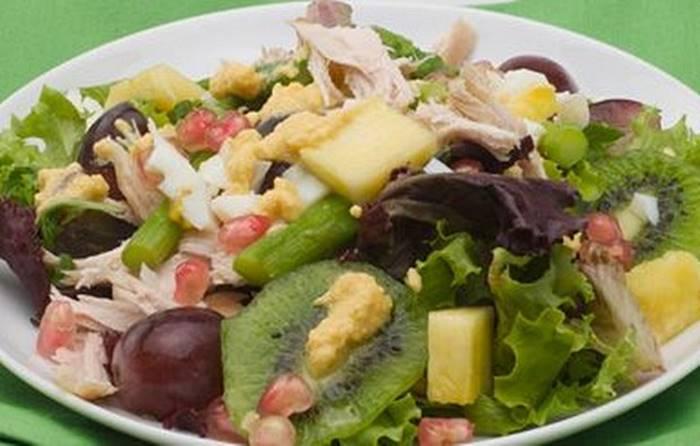 Salada colorida de frango