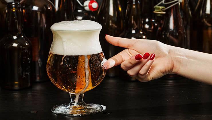 Beber cerveja tem grandes benefícios para a saúde das mulheres! Está provado!