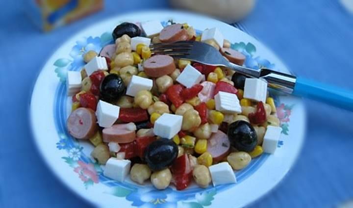 Uma salada fresquinha, mas muito nutritiva, para estes dias mais quentes