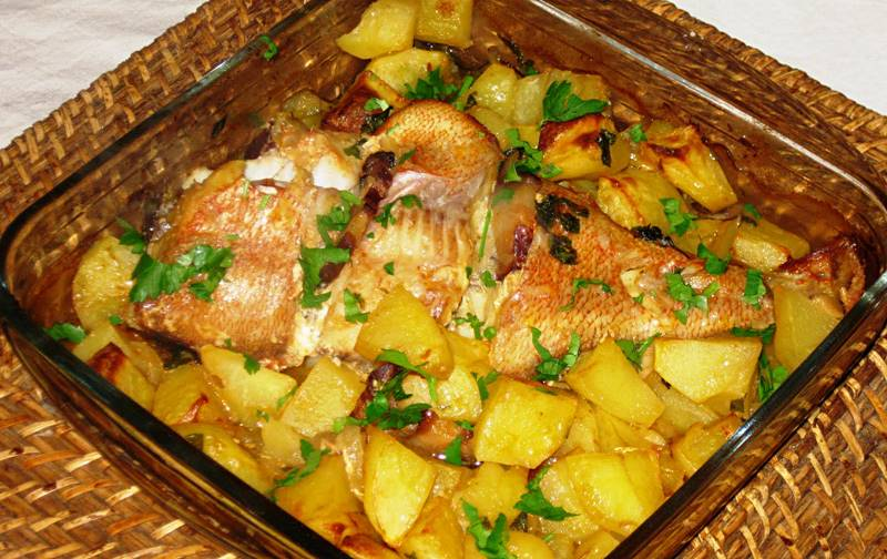 Peixinho assado no forno com batatinhas!