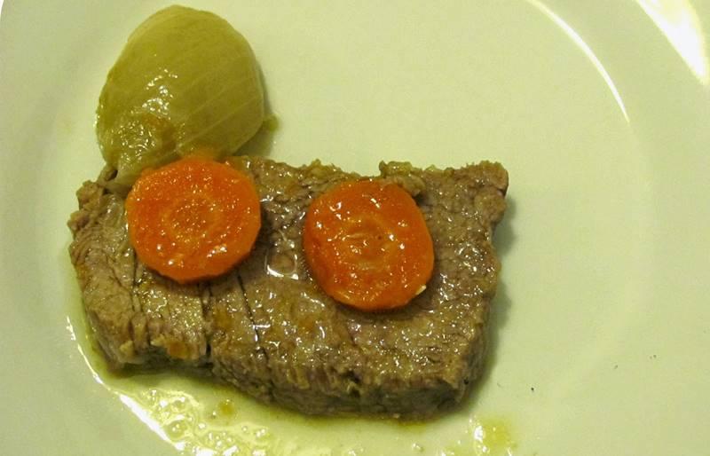 Carne Estufada com Cenoura e Cebola