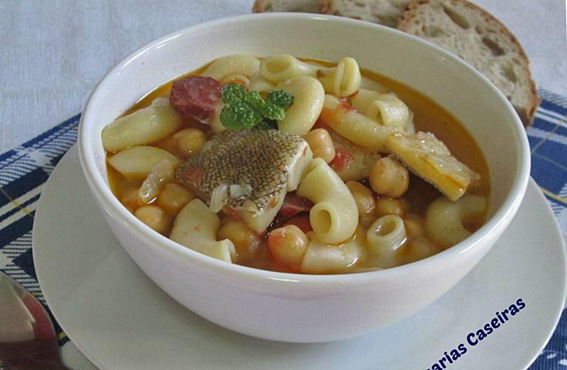 Sopa de Grão com Bacalhau e Chouriço