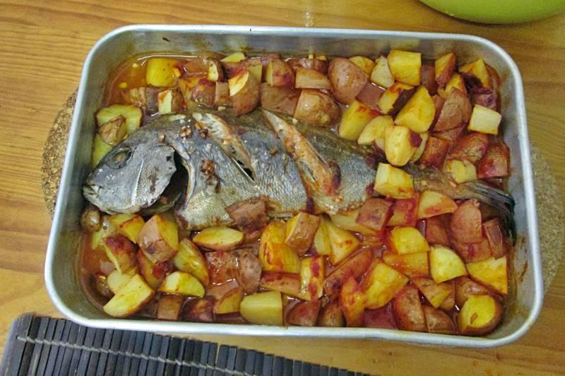 O meu peixe assado no forno com batatas