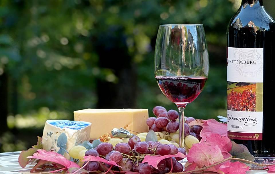 Um copo de vinho tinto é equivalente a uma hora de treino no ginásio!